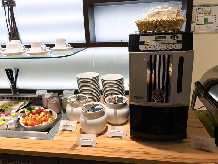 Frühstücksbuffet Filterkaffee Kaffeemaschine Schokomüsli Früchtemüsli Knuspermüsli