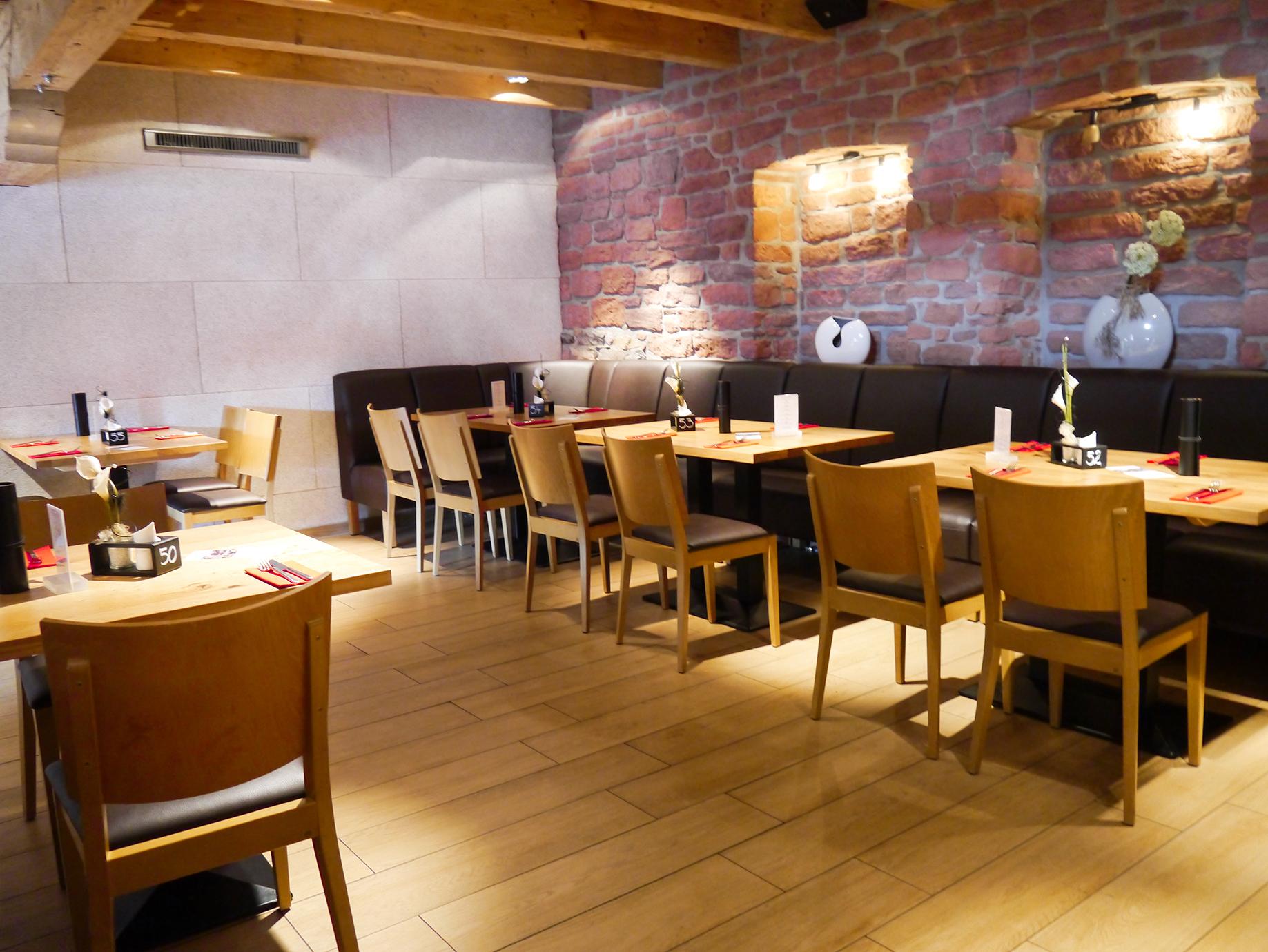 Restaurant Tische Stühle Besteck