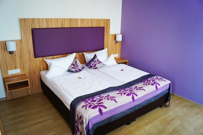 Hotel Rooms Lila bed pillow blanket purple wall